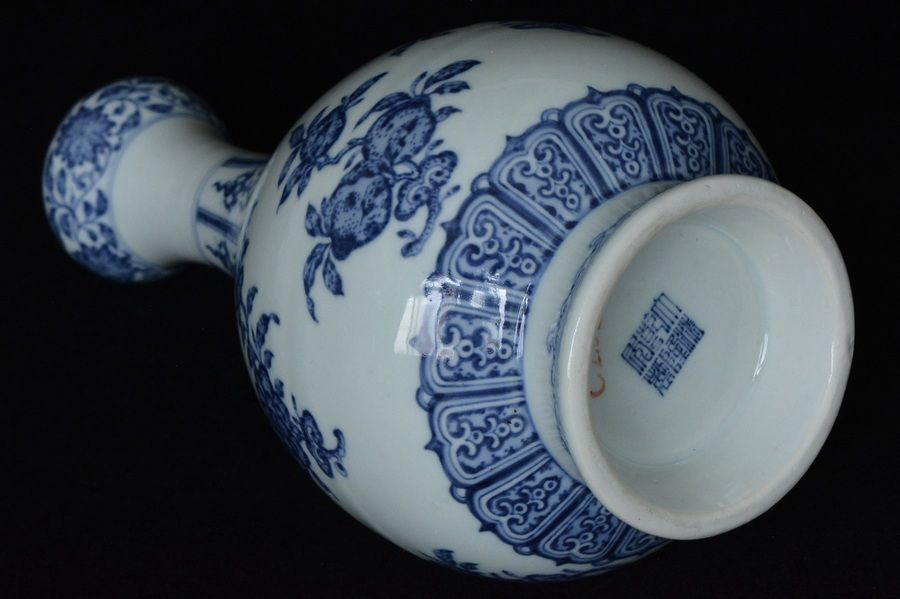 Fine Chinese Blue And White Vase Qianlong Mark Antique